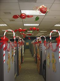 pix for decorating a cubicle for christmas - Christmas Office Decorations