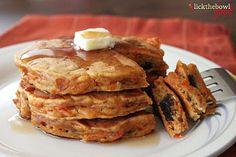 carrot cake pancakes. <3