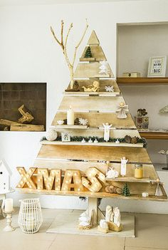 Simple DIY Holiday Decor Ideas Simple DIY Holiday Decor IdeasDecorating your home for the holidays doesn't have to be expensive. If you're the creative type, these DIY Wooden Christmas Decorations, Christmas Crafts For Gifts, Diy Christmas Cards, Noel Christmas, Holiday Decor, Christmas Tree Festival, Pallet Christmas Tree, Xmas Tree, Pallet Tree