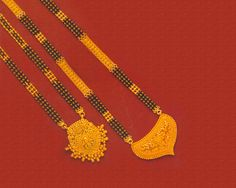 Both traditional and trendy fashion adornments. Designer gold black beads chains and necklace and Magalsutra (Nallapusalu) IMAGE. Gold Chain Design, Gold Bangles Design, Gold Jewellery Design, Bead Jewellery, Gold Mangalsutra Designs, Diamond Mangalsutra, Gold Jewelry Simple, Marathi Bride, Mangalore