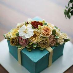Buttercream flowercake...giftbox style  #buttercream #butter #buttercreamflowers #flowers #flower #cake #cakes #kissthecake #kissthecook #koreanstyle #koreanbuttercream #instar #peony #peonyflower #rose #roses #roses #gift #giftbox  #케이크 #케익 #플라워케이크 #플라워 #플라워케익 #버터크림 #키스더케익 #키스더케이크 #버터크림플라워케이크 #작약 #장미