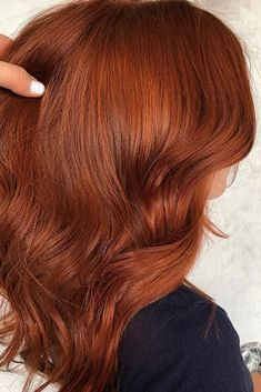 Ginger beer is going to be a huge hair color trend for Fall according to a pro hairstylist. Fall Red Hair, Red Ombre Hair, Hair Color Auburn, Hair Color Dark, Fall Auburn Hair, Short Auburn Hair, Light Red Hair, Henna Hair Color, Pretty Hair Color