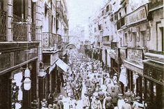 La calle Sierpes, A REBOSAR a principios del siglo XX. #SevillAyer