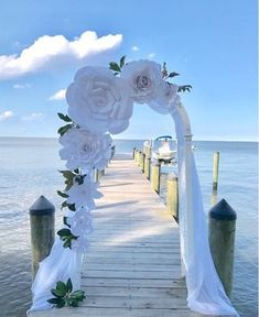 Informations About Rustic / White paper flowers backdrop / Paper Flower Backdrop / Giant Paper Flowe Paper Flower Backdrop Wedding, Paper Flower Decor, Flower Decorations, Wedding Flowers, Wedding Decorations, Decor Wedding, Wedding Paper, White Paper Flowers, Giant Paper Flowers