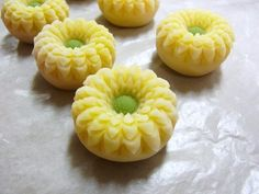 季節の生菓子:田町梅月スタッフブログ 今日のおやつはなんだろな。