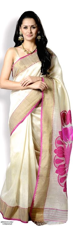Gorgeous saree and looove the pallu. Handwoven Tussar silk from Ethnic Dukaan Indian Attire, Indian Ethnic Wear, Traditional Sarees, Traditional Outfits, Ethnic Fashion, Indian Fashion, Womens Fashion, Fashion Trends, Indian Dresses