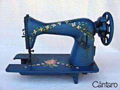 Máquina de Costura Antiga Pintada