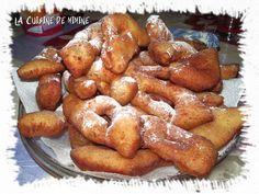 BUGNES dodues et moelleuses (recette grand-père) Baking Recipes, Cookie Recipes, Dessert Recipes, Churros, Easy Desserts, Delicious Desserts, Baguette, Algerian Recipes, Algerian Food