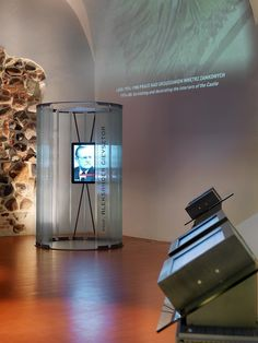 Permanent exhibition at the Royal Castle in Warsaw, Poland with a semi-circular glass partitions made of toughened profiled glass Pilkington Profilit™ Slim Line.