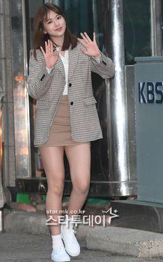 Kpop Fashion, Airport Fashion, Japanese Girl Group, Nanami, Airport Style, Korea, Blazer, Coat, Colours