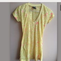 Yello t-shirt This is a brand new yellow color blouse without tags with specks of neon pink. Feel free to ask any further questions. Vanity Tops Tees - Short Sleeve