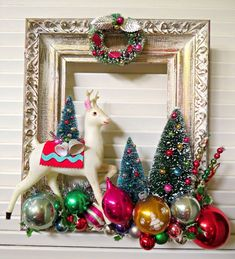 Vintage Christmas Tree Decorations That Are A Brilliant blend of Traditions & Nostalgia - Hike n Dip Vintage Christmas decorations are perfect blend of traditions & nostalgia. Vintage Christmas ornaments & toys are best items to decorate for the holidays. Vintage Christmas Crafts, Xmas Crafts, Christmas Projects, Vintage Holiday, Vintage Ornaments, Halloween Crafts, Christmas Tree Decorations, Christmas Wreaths, Holiday Decor