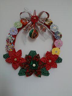 Brazilian Crochet And Handicraft Burlap Christmas, Christmas Holidays, Christmas Crafts, Christmas Ornaments, Holiday Wreaths, Holiday Decor, Fabric Stars, Ornament Tutorial, Diy Wreath