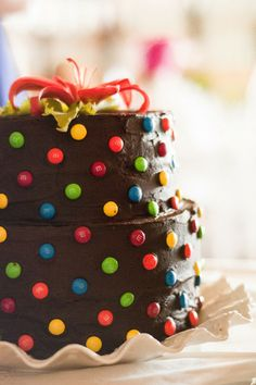A colorful m&m wedding cake! | Natural Intuition Photography