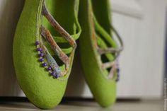 """Обувь ручной работы. Ярмарка Мастеров - ручная работа. Купить """"Прогулка по саду"""" валяные тапочки-балетки. Handmade. Ярко-зелёный"""