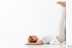 Denne yoga-øvelse hører til den restorative del af yogaen og er derfor en rigtig god optakt til søvn.