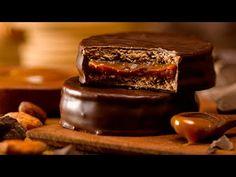 ¡Cuando quiero sorprender preparo esto! Creen que son comprados - YouTube Cookie Desserts, Cookie Recipes, Dessert Recipes, Chocolates, Argentina Food, Argentina Recipes, Star Cakes, Clean Eating Snacks, My Favorite Food
