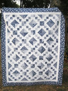 Half square triangles are far from my favorite thing to do, but I love this quilt! It really wasn& as bad as I always make HST out. Quilt Square Patterns, Square Quilt, Quilting Projects, Quilting Designs, Quilting Ideas, Sewing Projects, Black And White Quilts, Two Color Quilts, Plaid Quilt