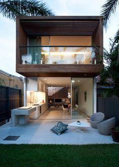 Com uma cara de bem aconchegante, essa é North Bondi House, construída pela MCK Architects no subúrbio de Bondi, em Sydney, na Austrália. Dois pisos, com a arquitetura moderna super bem trabalhada. Fonte: homedsgn