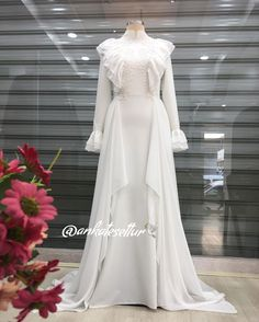 No photo description available. Muslim Wedding Dresses, Prom Dresses, Formal Dresses, Kebaya Modern Dress, Hijab Fashion, Fashion Dresses, Party Wear, Party Dress, Caftan Dress