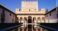 La Alhambra junto a la Generalife de Granada son los monumentos más visitados no sólo de Andalucía, sino también de España.  Hoy día se puede observar una gran arquitectura árabe en España.