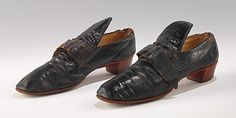 1780 - 1800 French Court Shoes made of Silk, Metal, Linen, Leather, & Horsehair Vintage Shoes, Vintage Outfits, French Shoes, Leather Court Shoes, 18th Century Fashion, 17th Century, Old Shoes, Men's Shoes, Red Heels