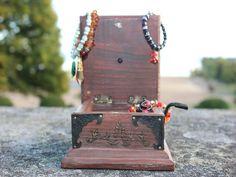 A secret trinket box!