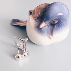 Der er kirsebær i store mængder på mit arbejdsbord for tiden. Her i sølv udgave. Stadig med diamant! 💎🍒💎🍒 #gold #guld #silver #sølv #diamond #diamant #smykker #jewelry #jewellery #guldsmed #jeweller #goldsmith #handcrafted #handmade #danishdesign #guldsmedlouisedegn