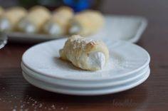 "Sweet rolls with egg white foam  ""Seamroll"""