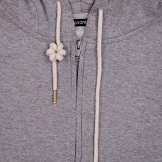 11 Stylish Ways To Tie Hoodie Strings Ideas Diy clothes videos Hoodie Strings stylish Tie Ways Diy Fashion Hacks, Fashion Tips, Mens Fashion, Diy Furniture Videos, Diy Kleidung, Diy Clothes Videos, Tie Shoes, Clothing Hacks, Lace Patterns