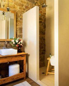 Inspiración para baños rústicos - Supply Tutorial and Ideas Bathroom Decor, Amazing Bathrooms, Bathrooms Remodel, Beautiful Bathrooms, Rustic Interiors, Earthy Bathroom, Old Barn, Stone House, Home Deco