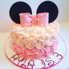 Minnie Mouse Cake. With butterceam #rossetes #yum #cake #minniemouse #buttercream #party #wi #wisconsin #evansville #janesville #bucky #badgers #custonmade