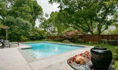 pool & yard!