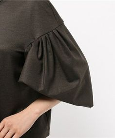 Blouse with Pleated Sleeves Couture Details, Fashion Details, Fashion Design, Fabric Manipulation, Blouse Dress, Sleeve Designs, Blouse Styles, Mode Inspiration, Dress Patterns