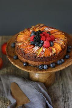 Orange-Nectarine Cake with Pistachio Frangipane Baking Tins, Baking Flour, Stuffing Mix, Onion Relish, Summer Cakes, Quick Healthy Meals, Roasted Garlic, Pistachio, Cake