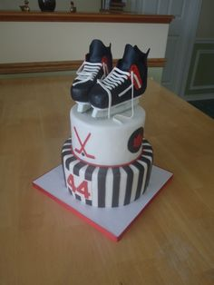 Red & Black hockey cake, yes please!