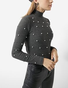 T-shirt with all over faux pearls - BLACK FRIDAY | Stradivarius United Kingdom
