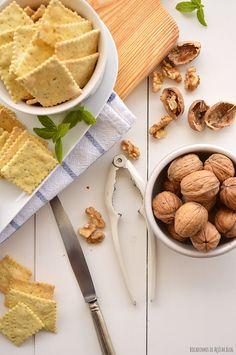 Bocadinhos de Açúcar: Brie com Nozes e Cebola vermelha & Crackers de Manjericão