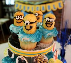 """""""Despicable Me"""" Birthday Cupcakes with Twinkies! Right on!!"""