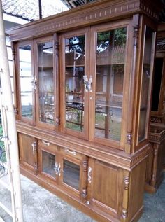 Crockery Cabinet, China Cabinet, New Furniture, Furniture Design, Chair Design Wooden, Small Spaces, Minimalist, Backyard, Shelves