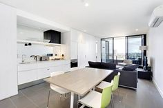 Corporate Keys - Elm Apartments Melbourne Situated in Melbourne, Corporate Keys - Elm Apartments is 800 metres from Melbourne Arts Centre. Eureka Tower is 1 km from the property. Free WiFi is featured .  All units are air conditioned and have a flat-screen TV.