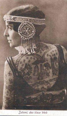 Salome vintage actress with big amazing back tatoo. Monami Frost, Sailor Jerry, Chris Garver, Irezumi, Tattoed Women, Tattoo People, Tatuagem Old School, Vintage Circus, Body Tattoos