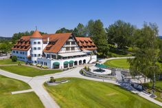 Neues Projekt, neue Möglichkeiten! Das neue Erscheinungsbild des Golfclubs Weissensberg am Bodensee gibts jetzt zu sehen! Mansions, House Styles, Design, Home Decor, Projects, Pictures, Mansion Houses, Room Decor, Villas