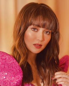 The phenomenal superstar 💗✨ Gown by Photo by Styled by Hair by Kathryn Bernardo Hairstyle, Kathryn Bernardo Photoshoot, Make Up Looks, Sarah Lahbati, Modern Filipiniana Dress, Filipina Actress, Daniel Padilla, Star Fashion, Hair Trends