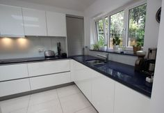 Searching for the right kitchen fitting services in Edinburgh? Well, then make sure you visit DMR Builders and Joiners. We offer a wide range of kitchen fitting services and can make your kitchen dreams into reality at affordable rates. Kitchen Cabinets Decor, Condo Kitchen, Kitchen Corner, Glass Kitchen, Painting Kitchen Cabinets, New Kitchen, Kitchen Ideas, Farmhouse Cabinets, Grey Cabinets