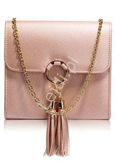 19966d7321f9e Przepiękna modna torebka z kółkiem i chwostami w fantastycznym kolorze  błyszczącego metalicznego różu