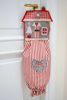 Tutorial...it's for hanging on the door at Christmas...filled with goodies for a neighbor or friend. I'm going to try and use it for plastic bags...What do you think?
