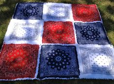Red White Blue Bandana Rag Quilt Picnic Blanket by ZeedleBeez, $85.00 2 layers of white flannel (middle and back) Bandana Quilt, Bandana Blanket, Red Bandana, Bandana Dress, Picnic Quilt, Picnic Blanket, Bandanas, Quilting Projects, Sewing Projects