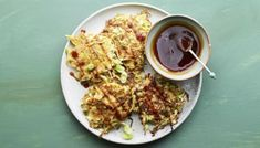 One-pot bacon pasta recipe - BBC Food Tempura, Okonomiyaki Rezept, Asian Hot Sauce, Pumpkin Fritters, Vegetarian Recipes, Cooking Recipes, Delicious Recipes, Honey And Soy Sauce, No Bake Granola Bars