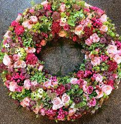 Sommerkrans i lyserød, bordeaux og grøn